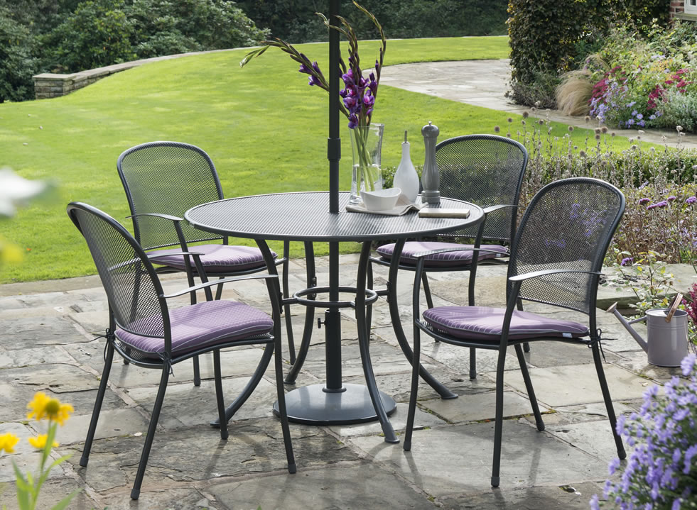 Kettler bistro table kettler usa bistro table walmart for Find patio furniture